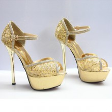 Peep Toe - Dourado de Renda e Cristais