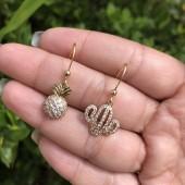 Brincos Dourados com Cactus e Abacaxi